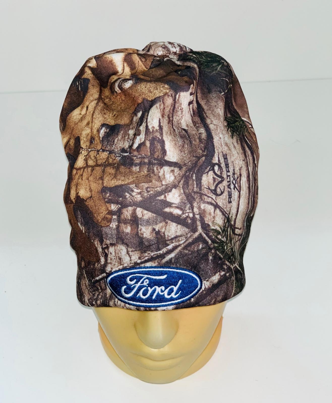 Камуфляжная шапка с нашивкой