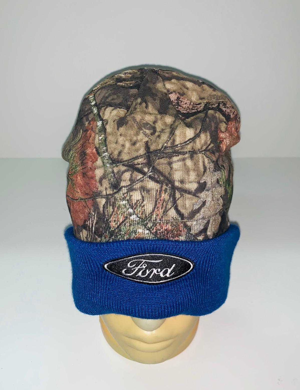 Камуфляжная шапка с синим отворотом
