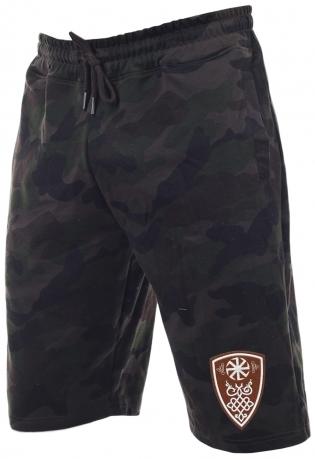 Камуфляжные мужские шорты по колено.