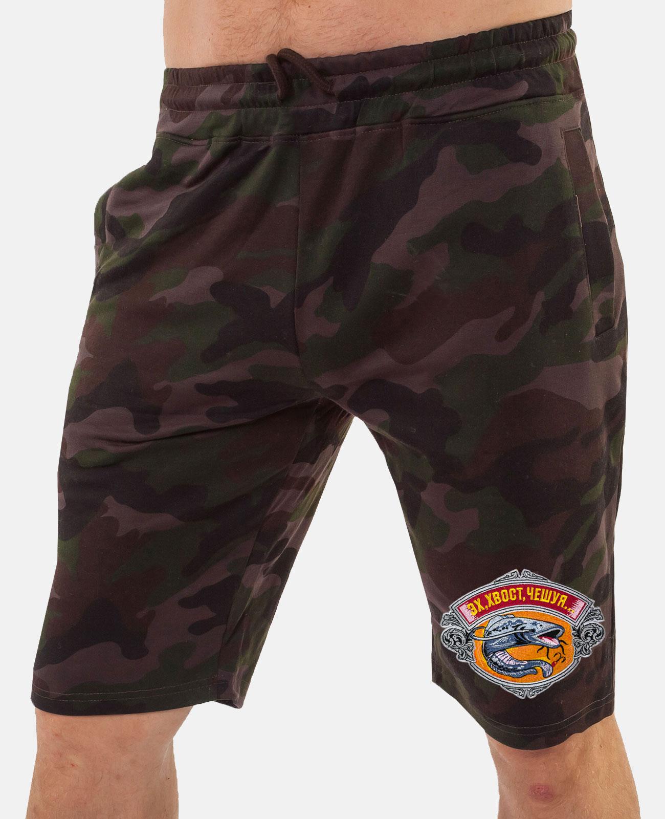 Камуфляжные мужские шорты рыбака.