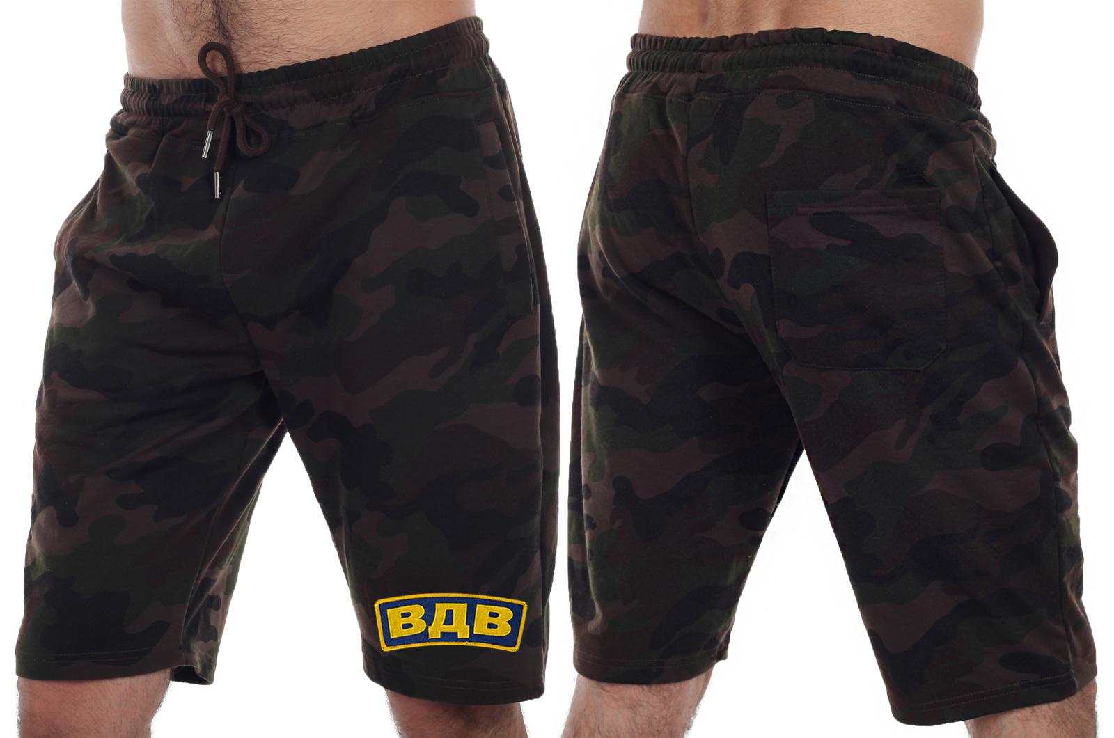 Проверенный тренд – мужски камуфляжные шорты IZZUE с нашивкой ВДВ.