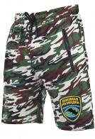 Камуфляжные шорты с карманами.