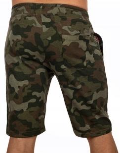 Камуфляжные шорты  свободного кроя с нашивкой ВКС - купить оптом