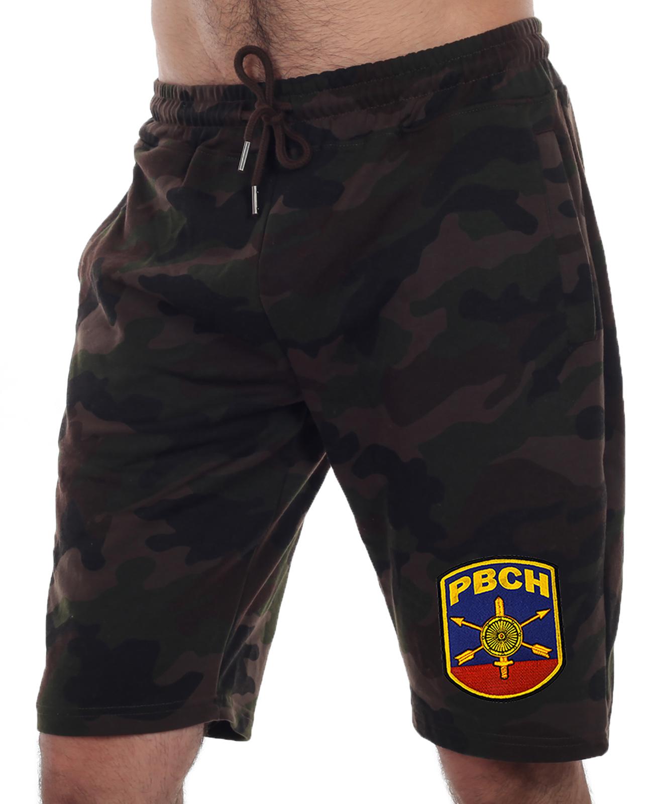 Купить камуфляжные шорты удлиненного кроя с нашивкой РВСН оптом или в розницу