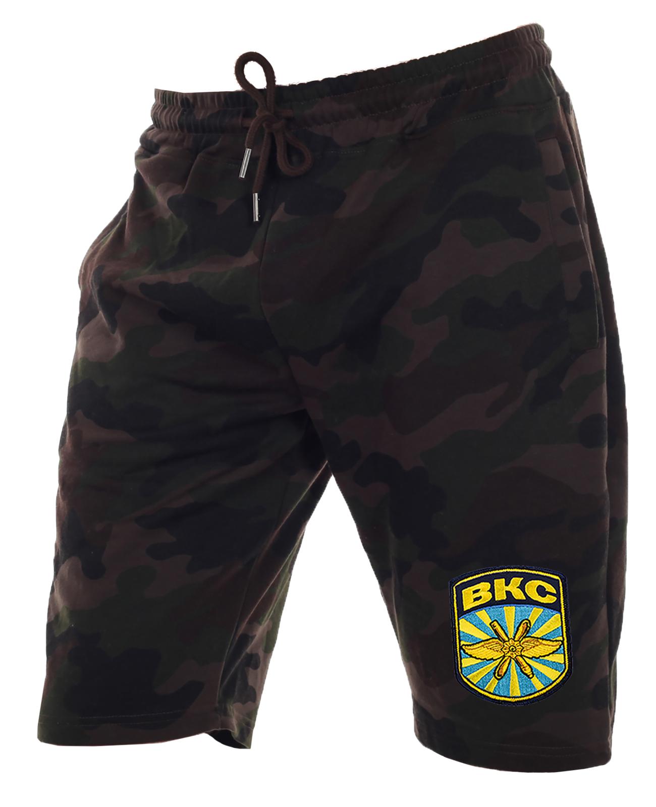 Камуфляжные шорты  удлиненного кроя с нашивкой ВКС