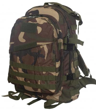 Камуфляжный рюкзак расцветки Woodland
