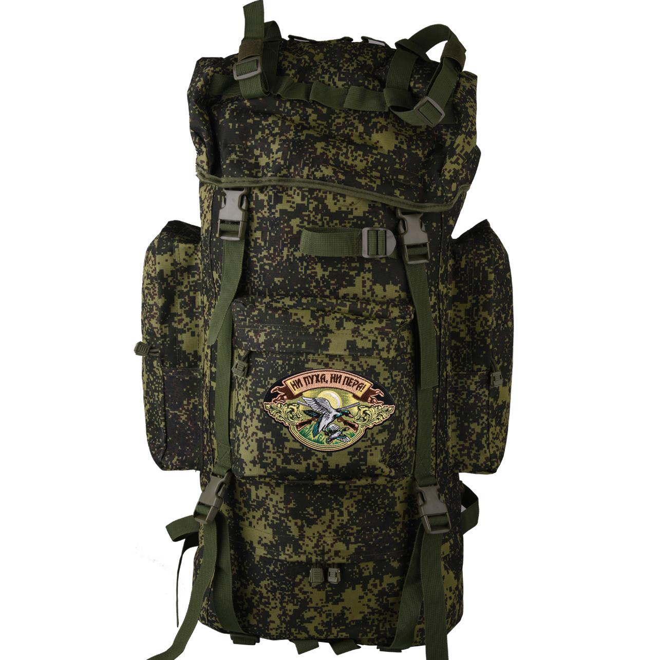 Камуфляжный туристический рюкзак с нашивкой НИ ПУХА, НИ ПЕРА! - заказать выгодно