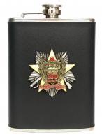 Карманная фляжка с юбилейным знаком Погранвойск (обтянутая кожей, металлический жетон)