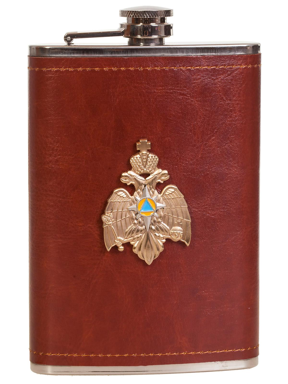 Карманная фляжка в кожаном чехле с металлической накладкой МЧС