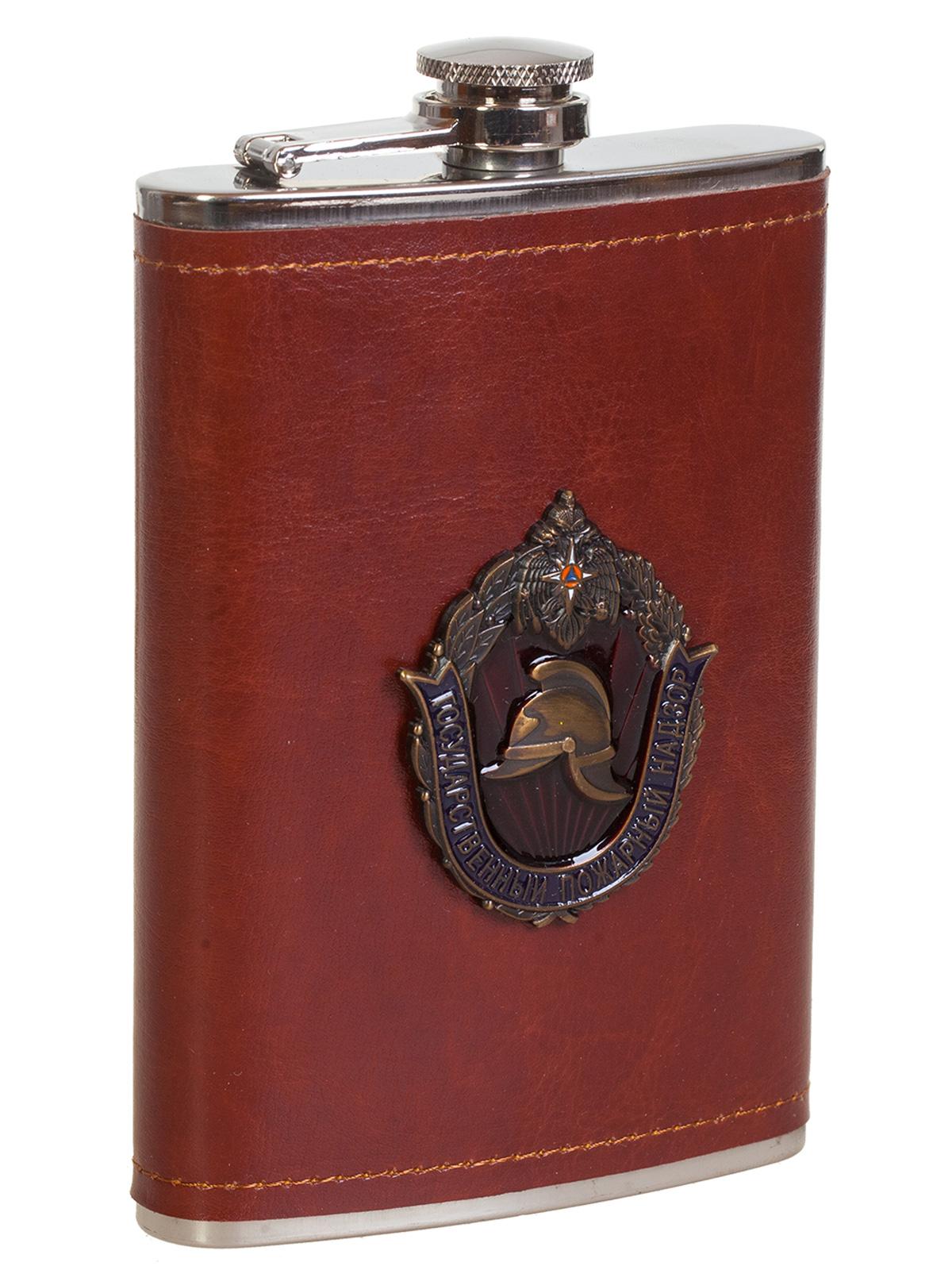 Купить карманную фляжку в кожаном чехле с накладкой МЧС в подарок мужчине