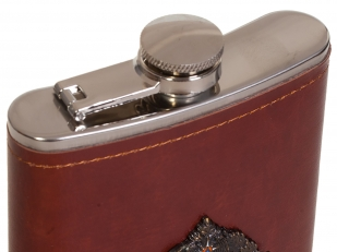 Карманная фляжка в кожаном чехле с накладкой МЧС - купить оптом