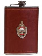 Карманная фляжка в кожаном чехле с накладкой МВД России