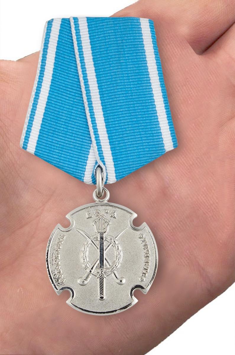 Казачья медаль За государственную службу - вид на ладони