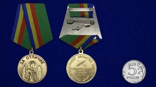 Медаль За отличие - сравнительный размер