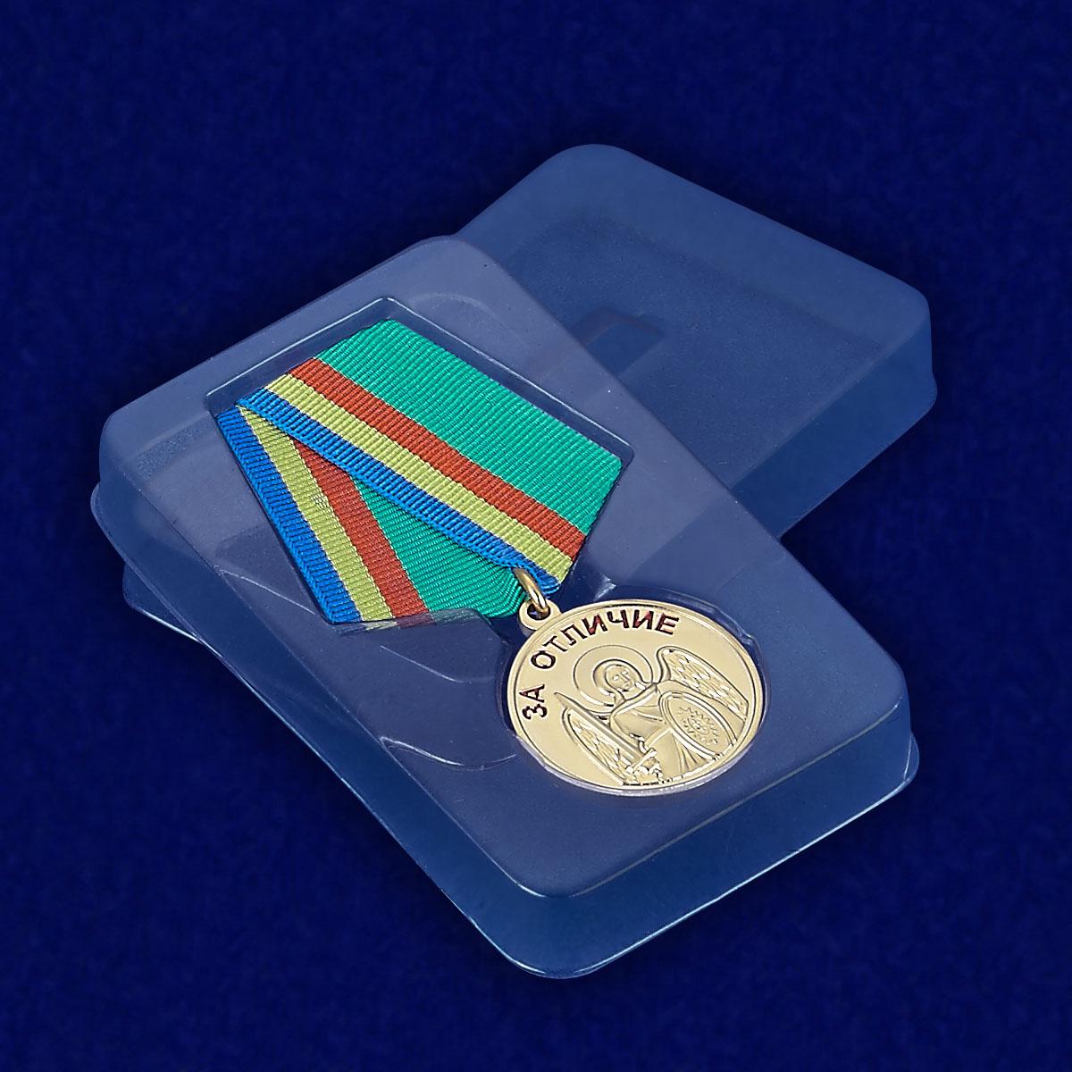 """Медаль """"За отличие"""" Архангела Михаила - вид в футляре"""