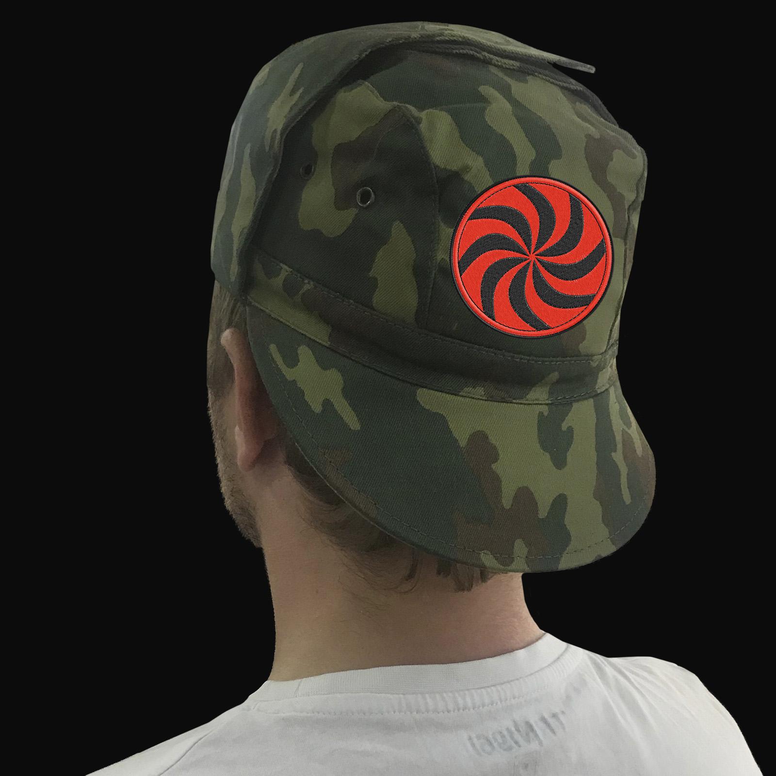 Мужская камуфляжная кепка с отложными ушами