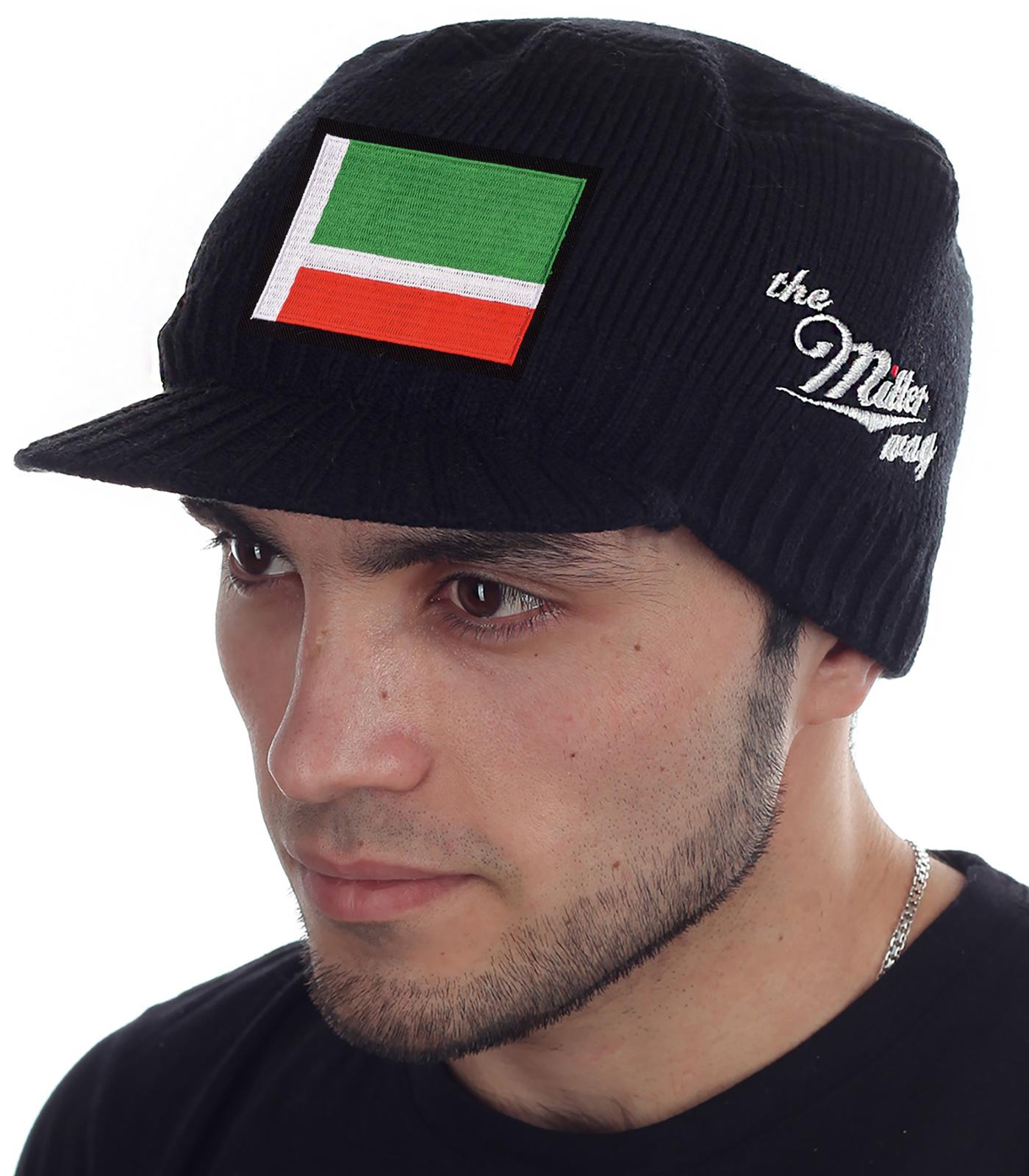Классическая кепка для мужчин. Фирменный логотип бренда Miller Way и яркая нашивка с флагом Чеченской Республики. Стильный и тёплый аксессуар на холодную осень и морозную зиму