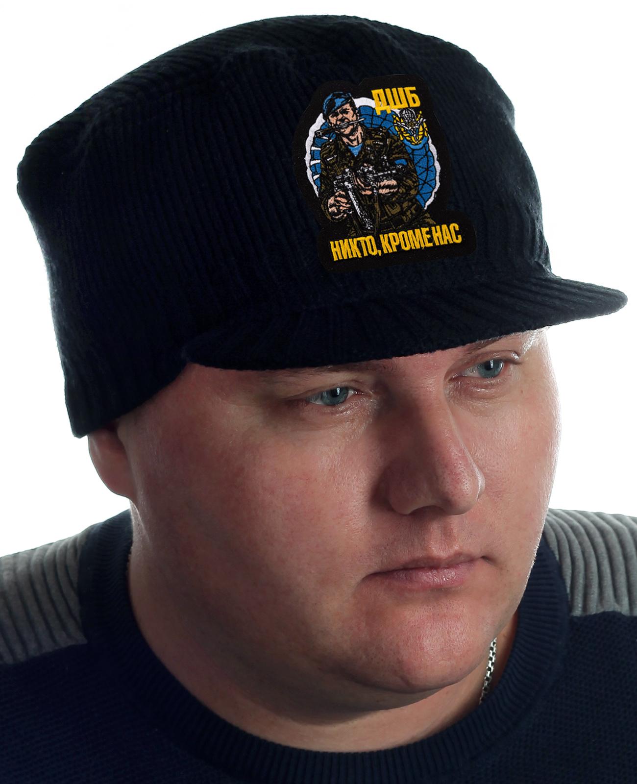 Купить вязаную черную шапку с нашивкой ДШБ