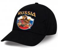 Кепка фана из хлопка с патриотичным принтом Россия и национальным символом медведем, который настойчиво приглашает за стол. Такого Вы не купите нигде!
