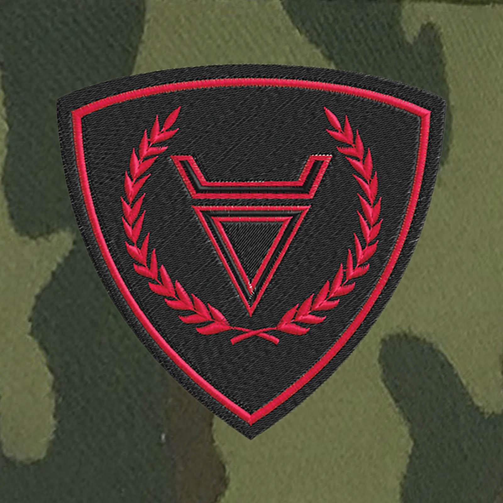 Мужская кепка-камуфляж с символом Велеса.