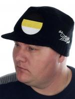 ПРЯМО ОТ ПРОИЗВОДИТЕЛЯ! Мужская шапка-кепка Miller Way плотной вязки. Особенность модели – нашивка с гербовыми цветами флага Российской Империи