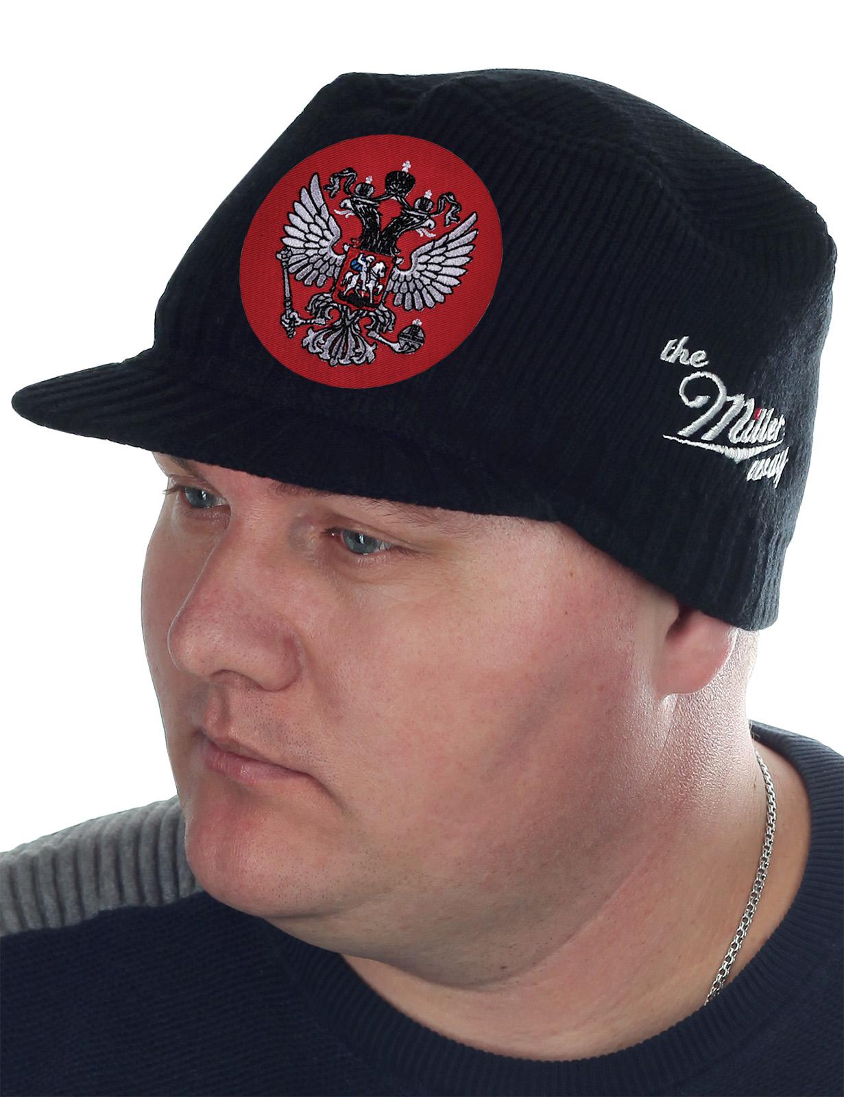 ПАТРИОТ! Специально для тебя! Утепленная вязаная шапка-кепка от ТМ Miller Way с главным символом нашей страны – Двуглавым орлом. Симметричный крой, мужские цвета, СУПЕР цена