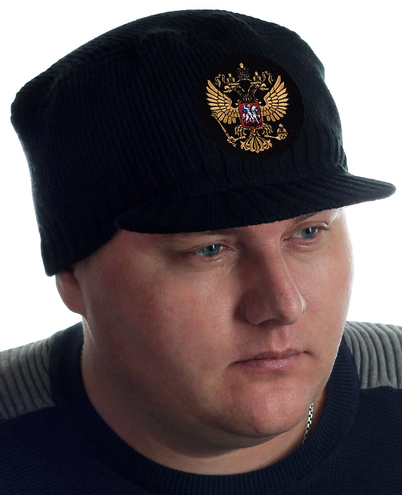 Шапка-кепка с козырьком и гербом России. Купить можно прямо сейчас. Отправим очень быстро!