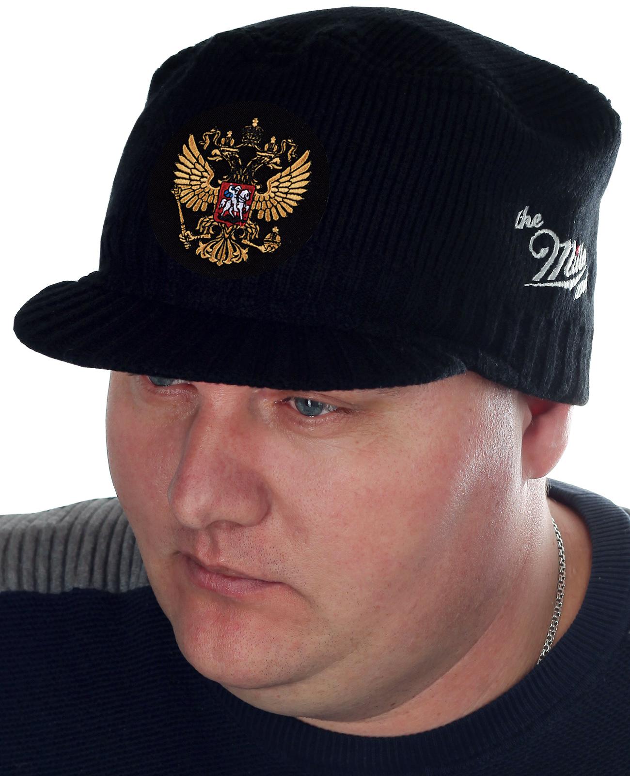 Патриотическая вязаная кепка Miller Way с золотистым Двуглавым орлом – гербом России. Размер 59-62 подходит большинству мужчин-покупателей. Шапка уже в Москве, отправим хоть завтра!