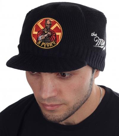 Стильная кепка Miller Way для парней. Патриотическая линейка с нашивкой «Я – Русич!». Мелкая плотная вязка подходит для зимы и осени. Козырёк оценишь при ветре или колючем снеге