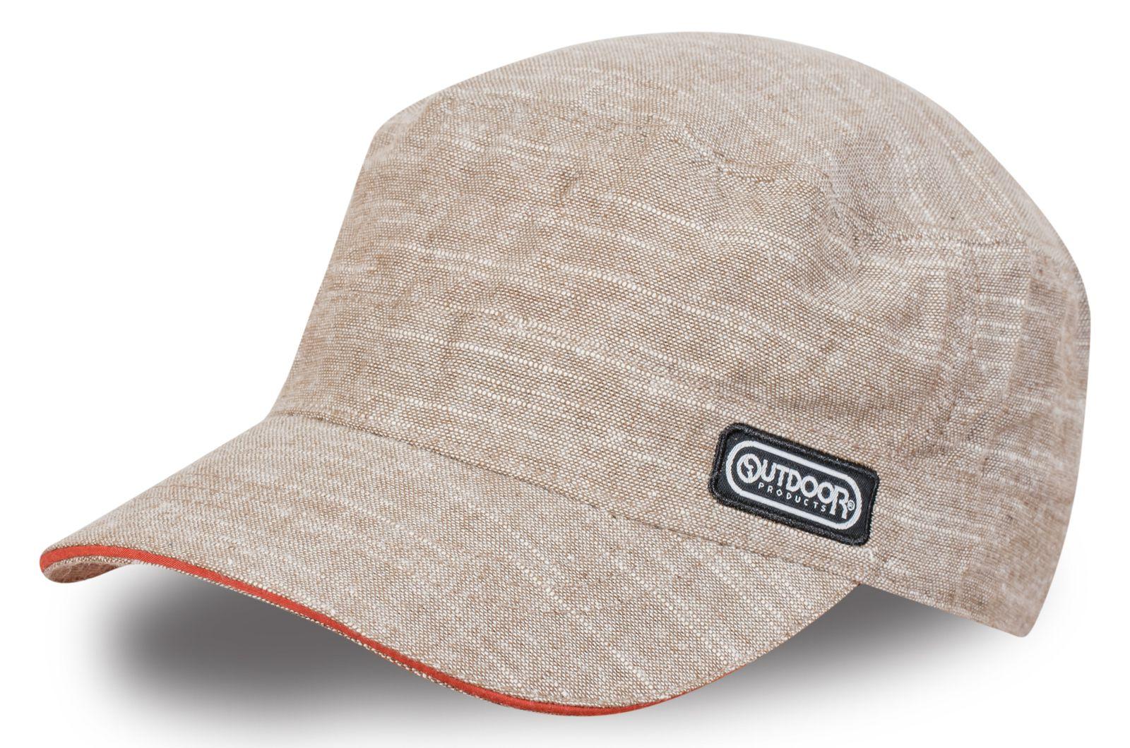 Стильная бежевая кепка с фирменным логотипом – модель унисекс