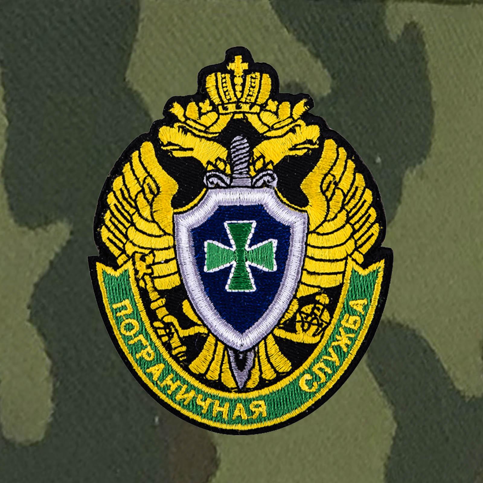 Камуфляжная кепка с эмблемой Пограничной службы РФ