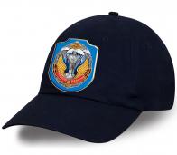 Темно-синяя кепка с эмблемой Рязанского военного училища ВДВ.