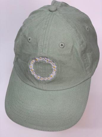 Кепка с ромашками светло-зеленого цвета