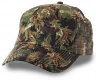 Маскировочная кепка – шедевр охотничьего камуфляжа. Неровные расплывчатые линии растворяют человеческий силуэт. Никаких отвлекающих факторов