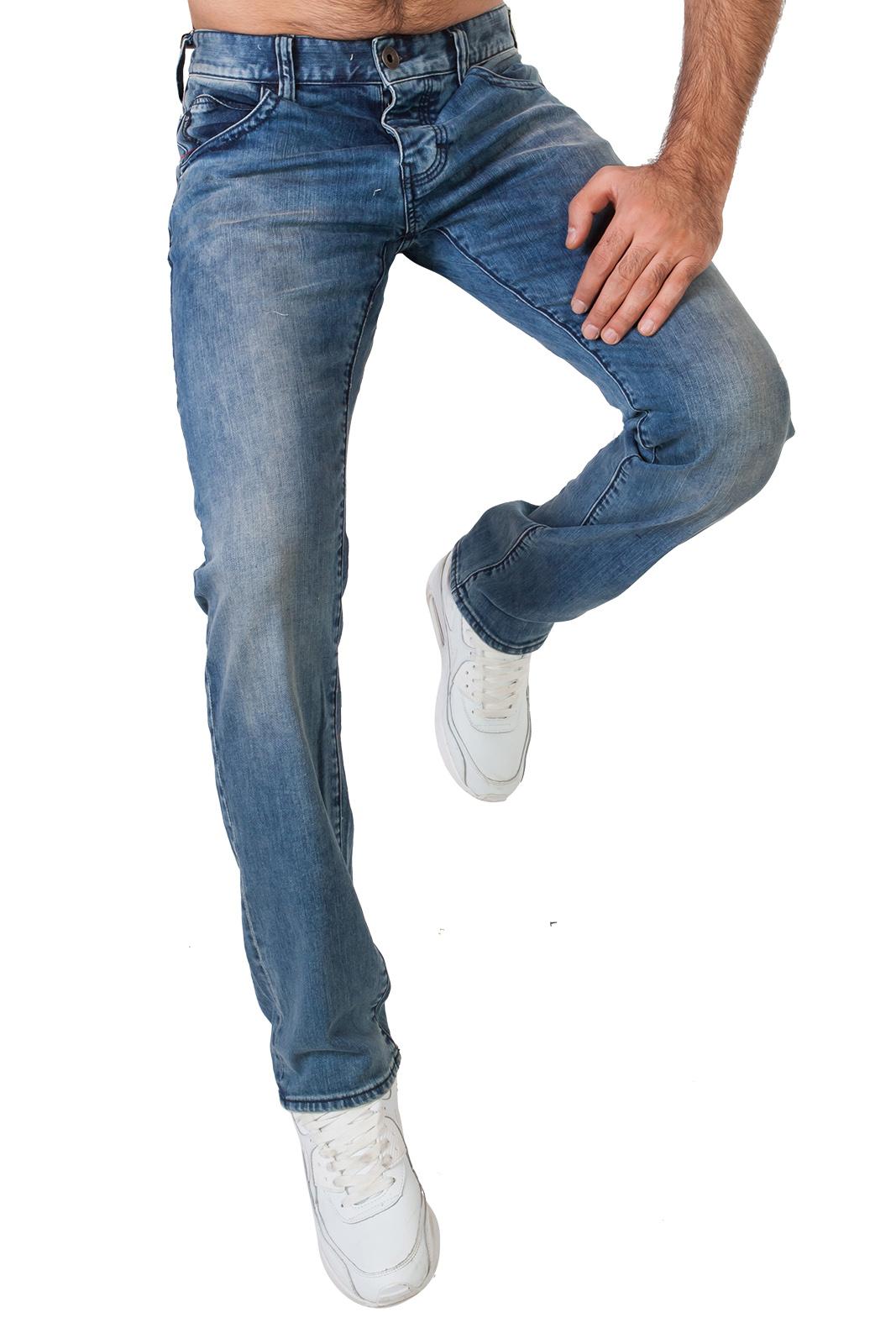 Классические синие мужские джинсы
