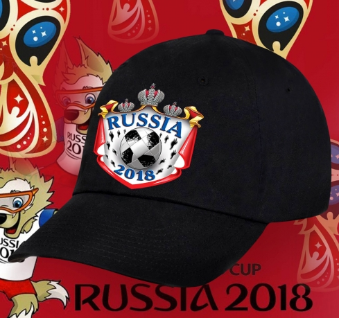 Классическая бейсболка Russia с футбольным мячом.