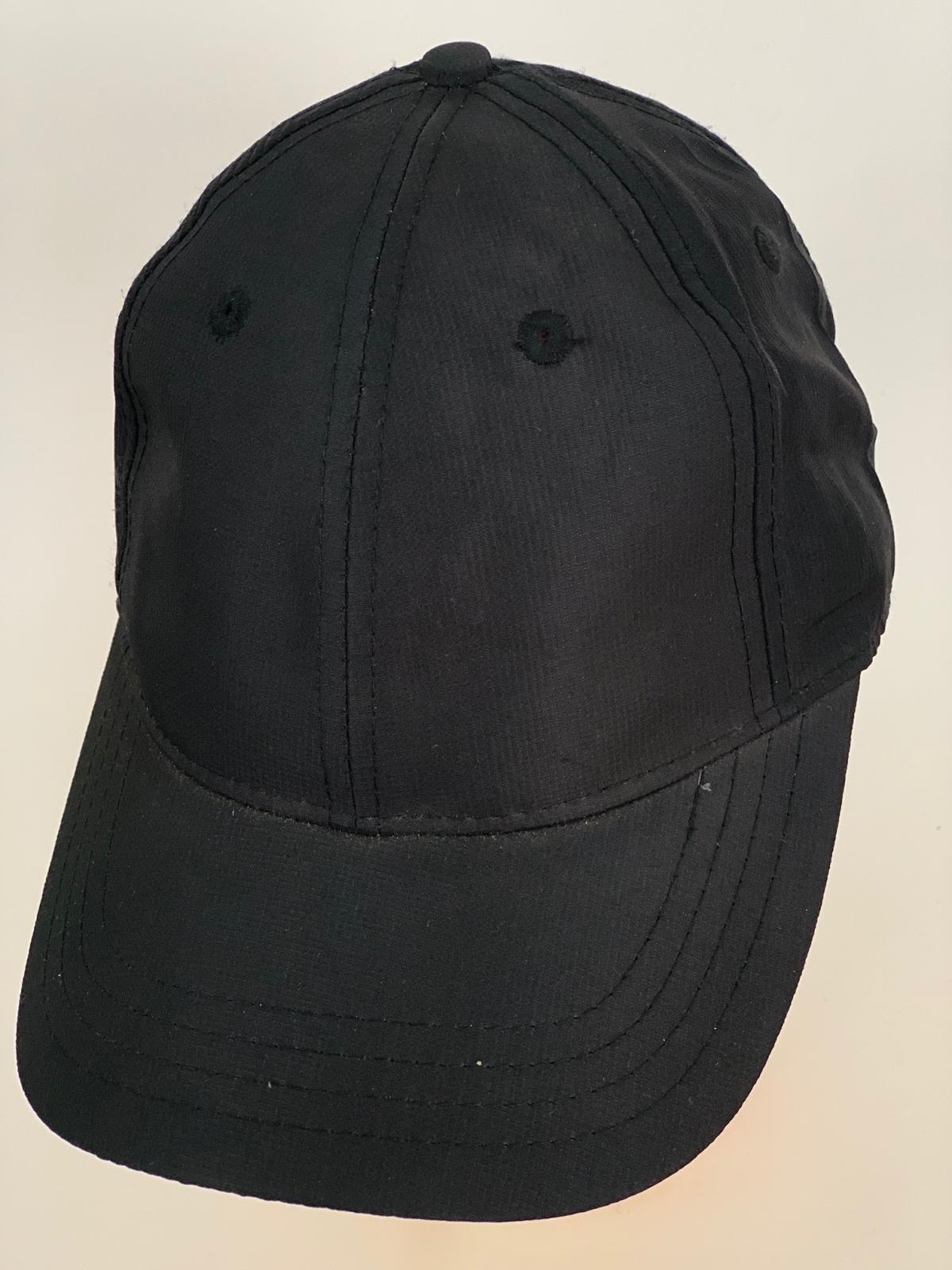 Классическая бейсболка угольно-черного цвета