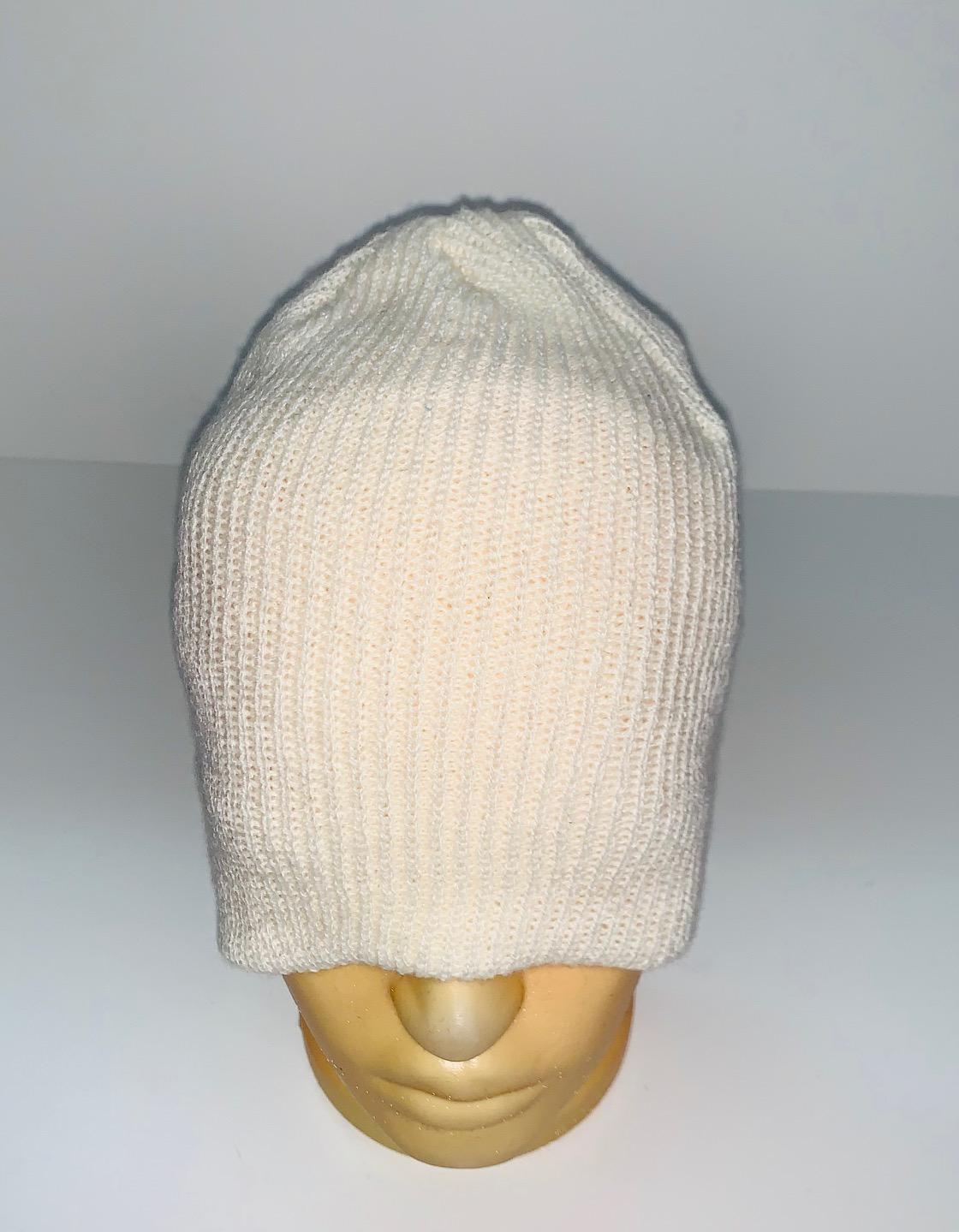Классическая белая шапка