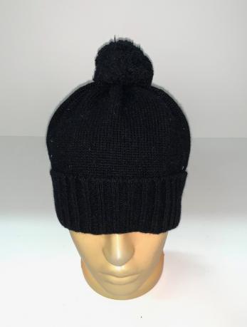 Классическая черная шапка с помпоном