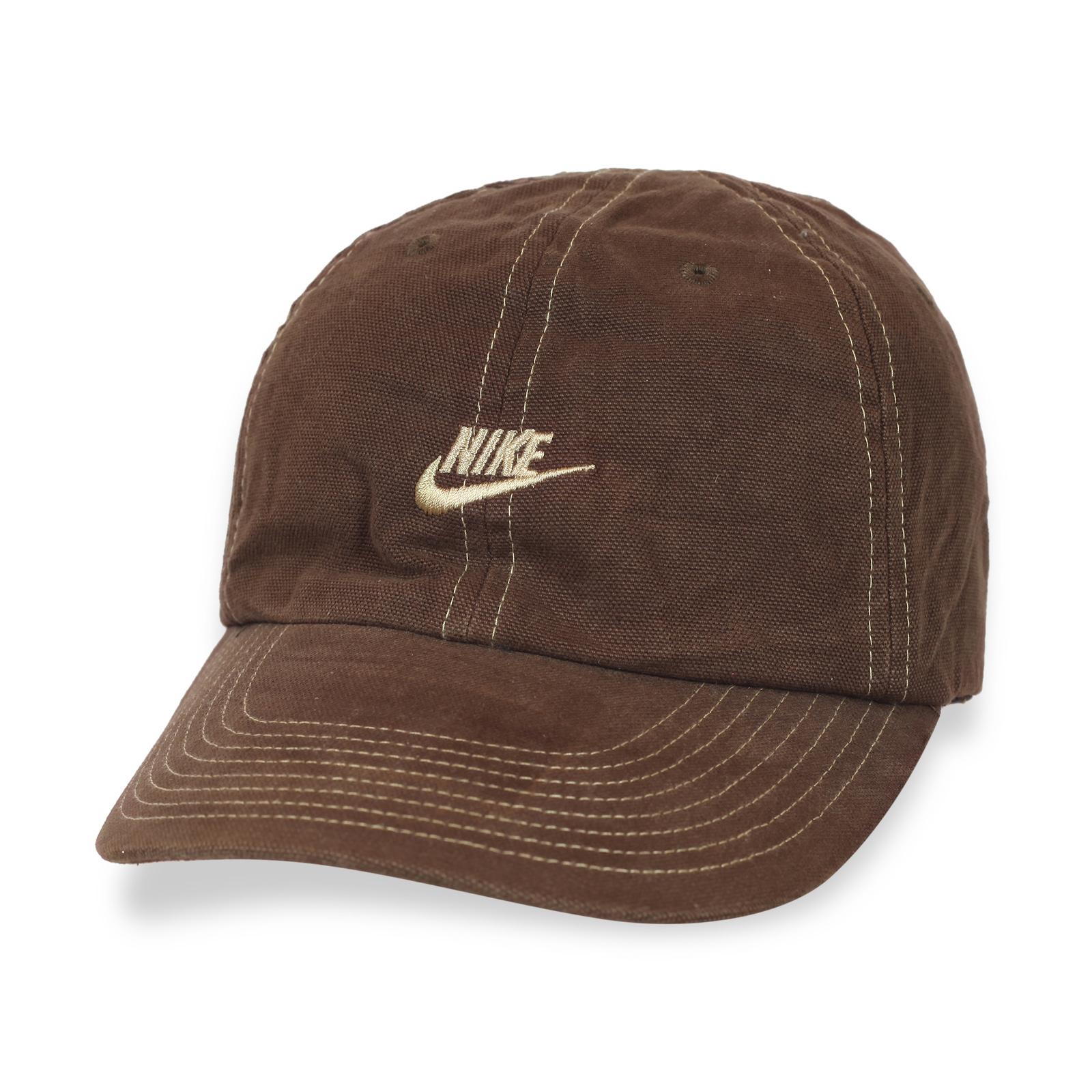 Классическая коричневая кепка