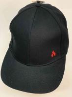 Классическая модная бейсболка чёрного цвета