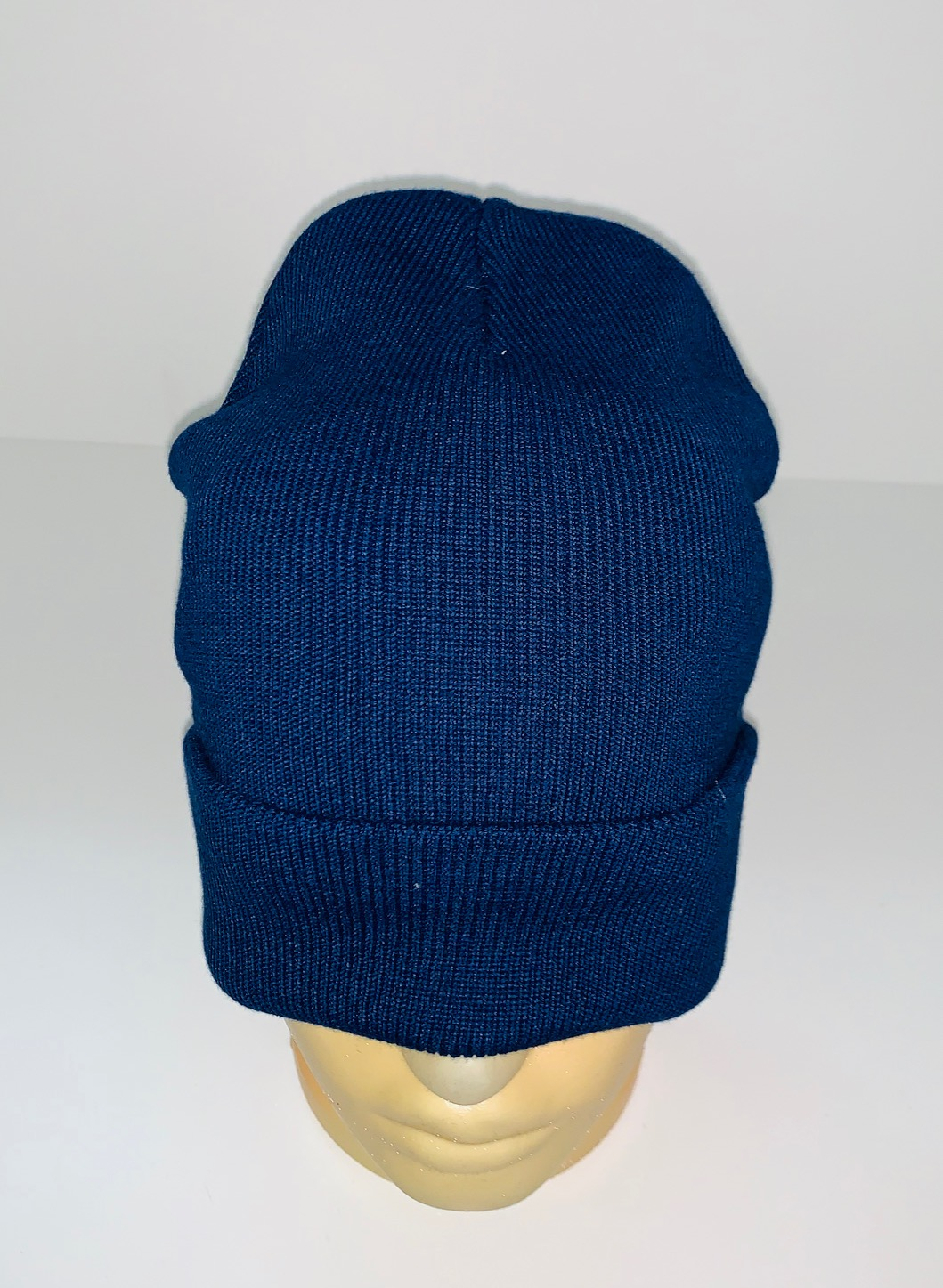 Классическая темно-синяя шапка
