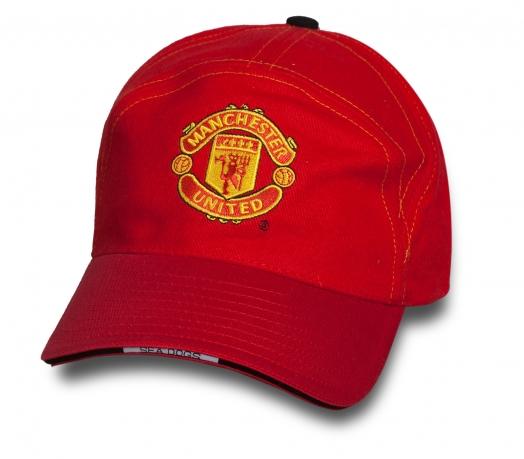 Классная бейсболка Manchester United.