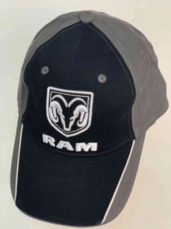 Классная бейсболка с логотипом RAM