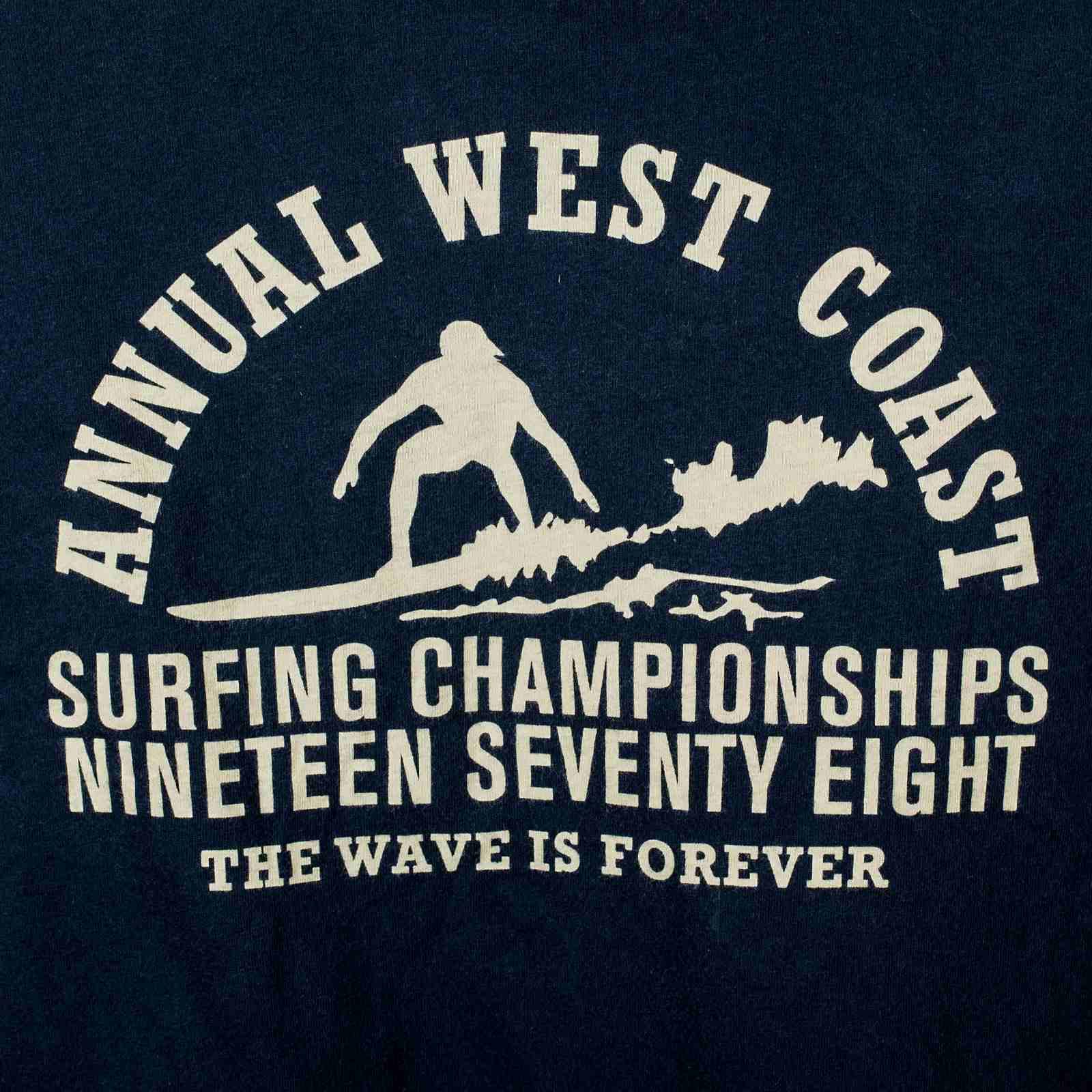 Классная футболка для сёрферов The wave is forever с принтом-принт