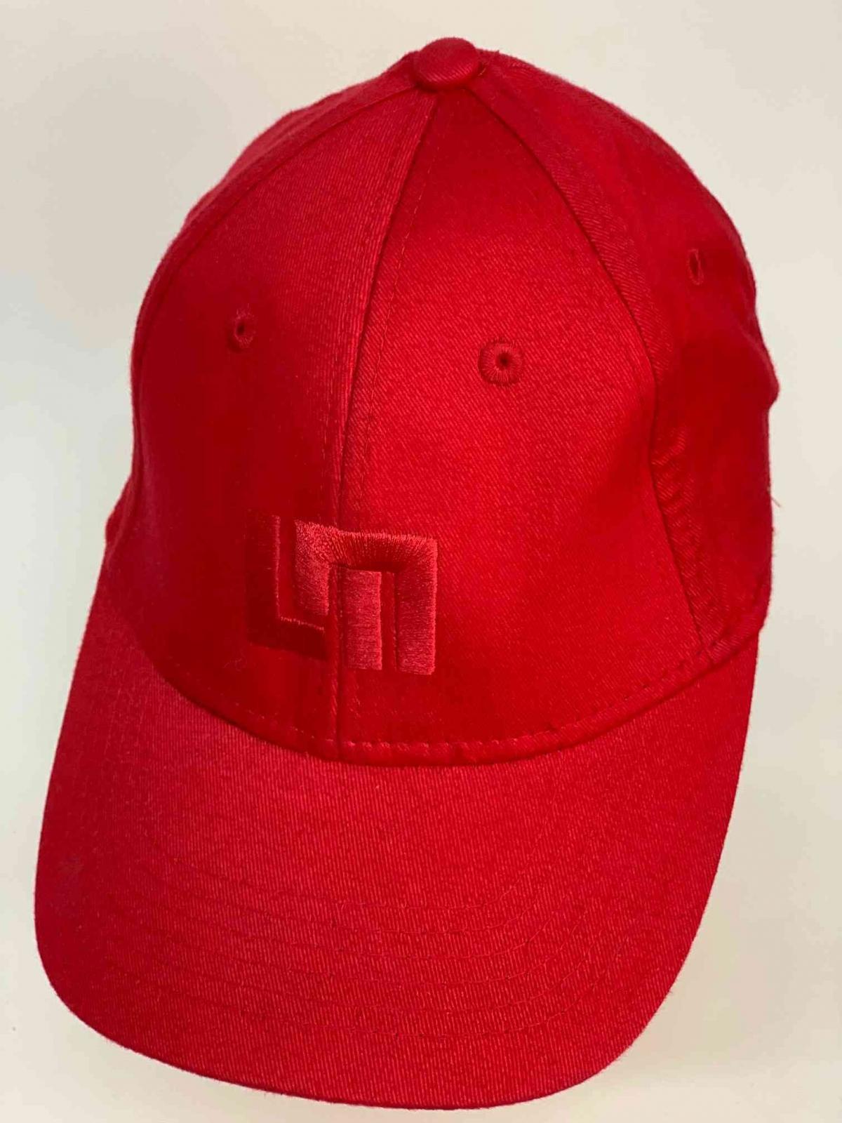 Классная молодёжная бейсболка ярко-красного цвета