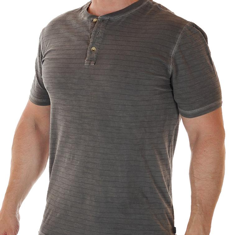 Мужская летняя одежда: от футболок до шлепанцев