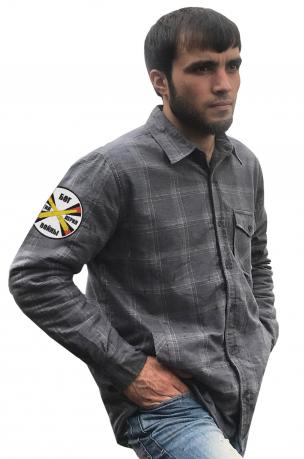 Клетчатая мужская рубашка с вышитым шевроном РВиА