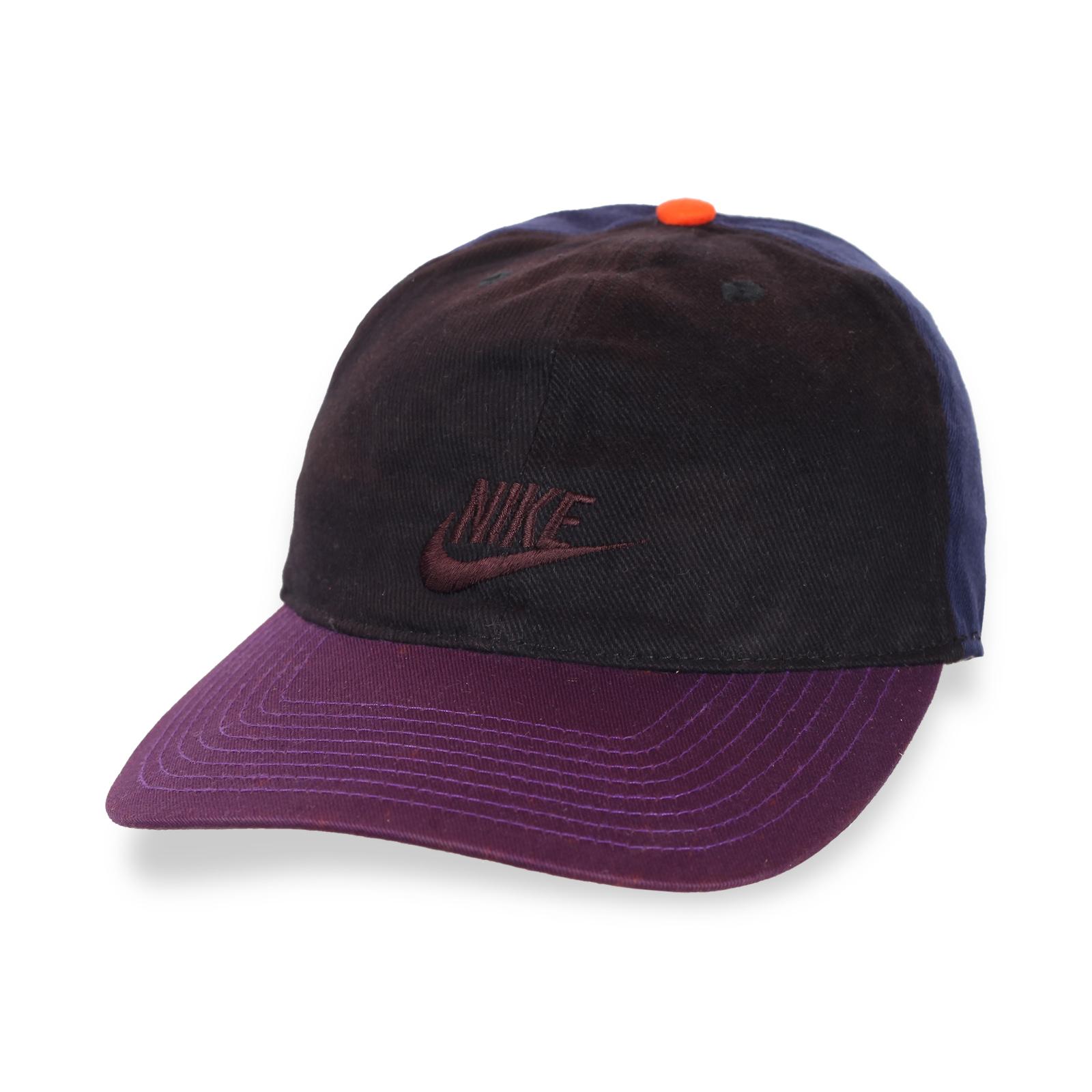 Клевая трехцветная кепка
