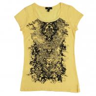 Кокетливая женская футболка с оригинальным принтом
